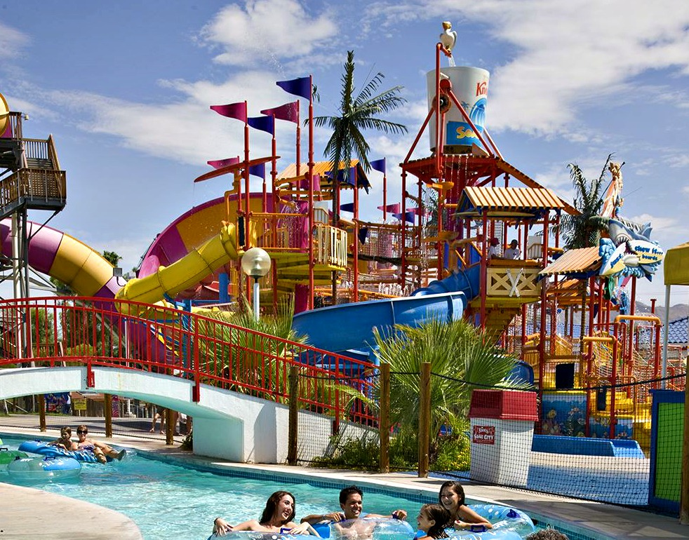 knotts_soak_city_lazy_river_family1