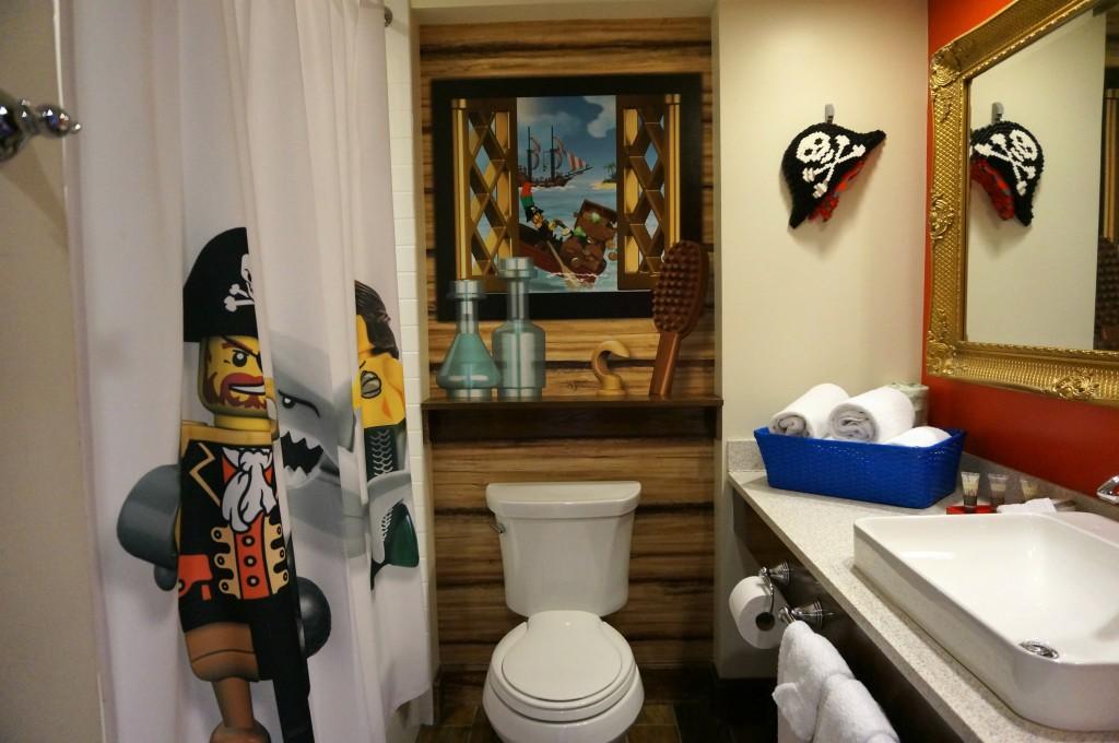 bano-del-cuarto-pirata-de-legoland-hotel