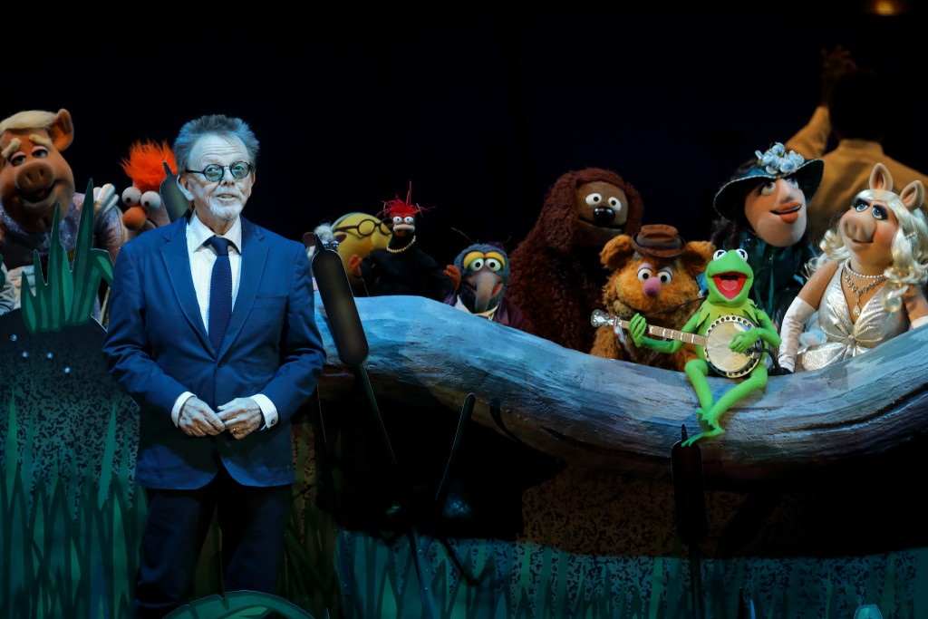 Paul Williams joins the Muppets on stage at the Hollywood Bowl. (Craig T. Mathew / Mathew Imaging)