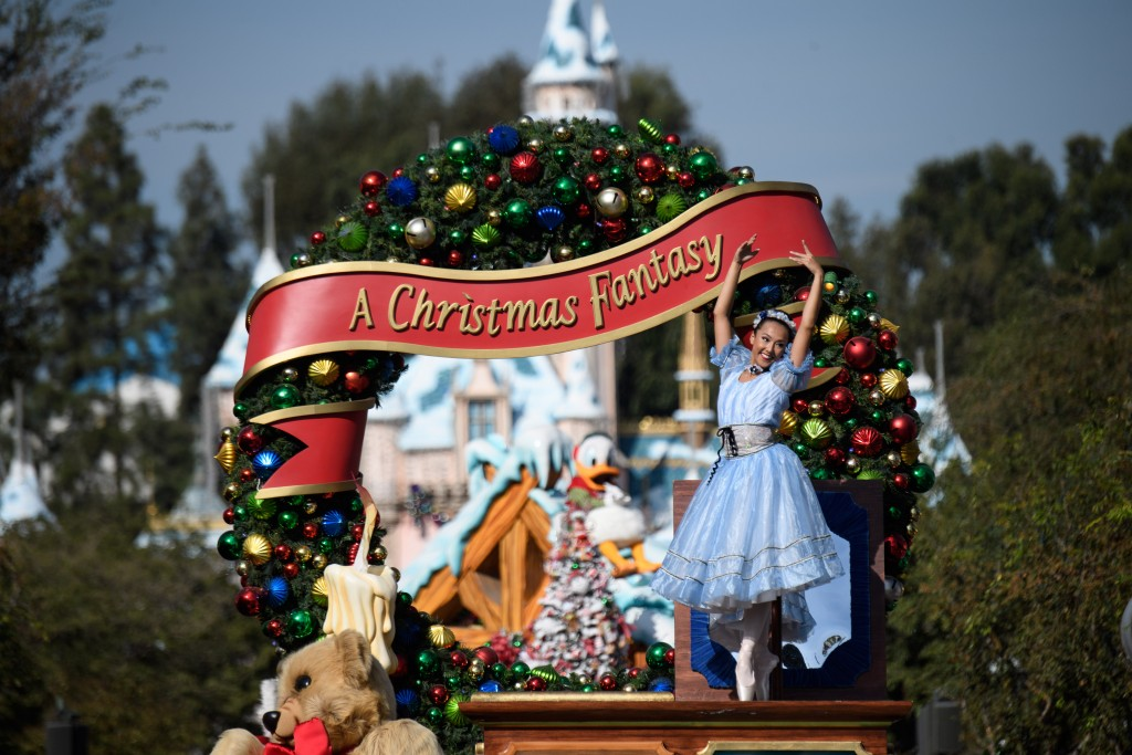 HOLIDAYS AT THE DISNEYLAND RESORT (ANAHEIM, Calif.) Ð Holidays at the Disneyland Resort return through Jan.7, 2018, with magical opportunities for creating holiday memories with family and friends. Guests will experience classic holiday traditions, including ÒA Christmas FantasyÓ Parade performed daily at Disneyland Park. (Matt Petit/Disneyland Resort)