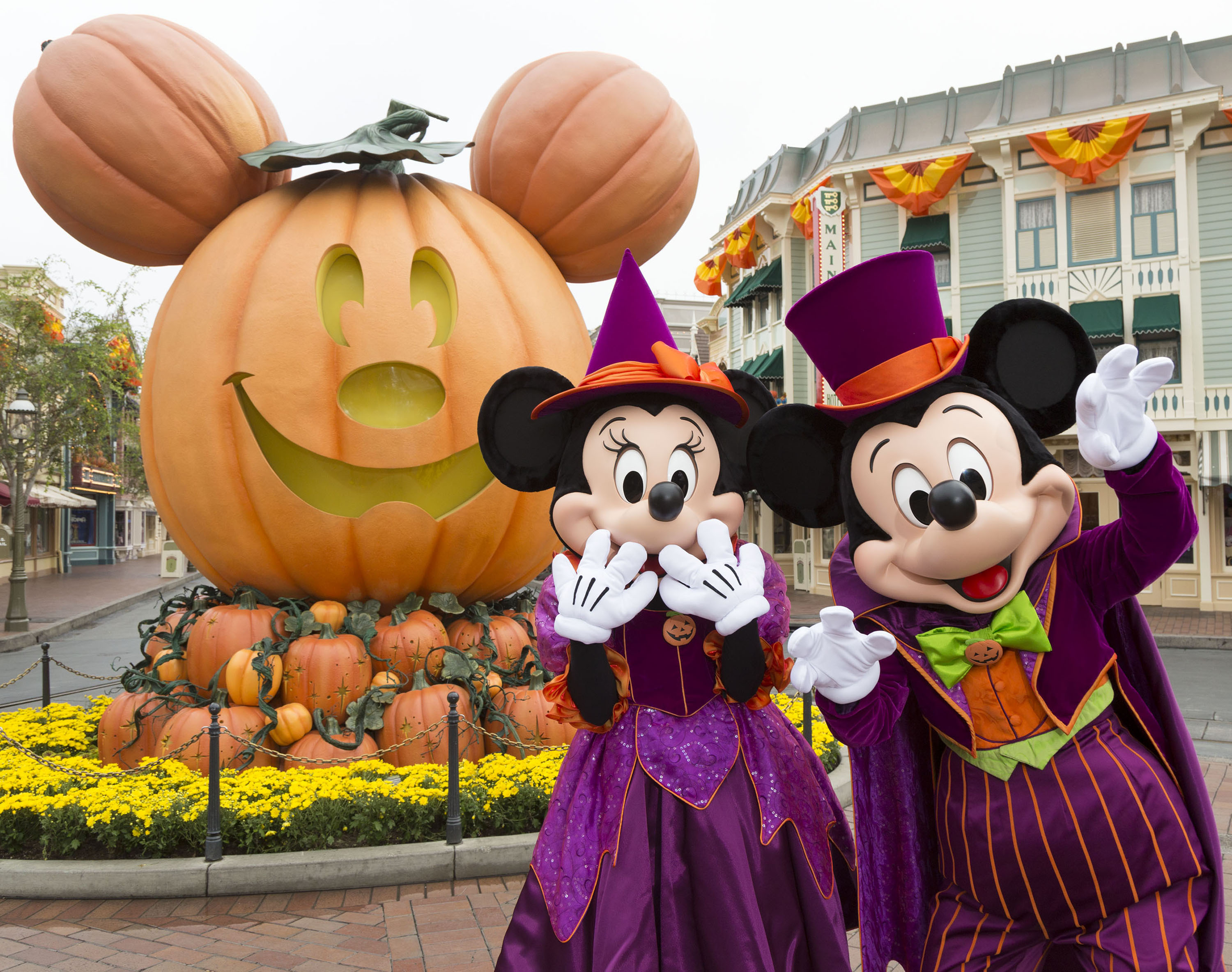 MICKEY MOUSE AND MINNIE MOUSE CELEBRATE HALLOWEEN TIME (ANAHEIM, Calif.) –– During Halloween Time at the Disneyland Resort, guests will encounter beloved characters dressed in fun seasonal costumes, including Mickey Mouse and Minnie Mouse. The Halloween season at the Disneyland Resort, which also features special attractions and entertainment, runs from Sept. 7 through Oct. 31, 2018. (Scott Brinegar/Disneyland Resort)