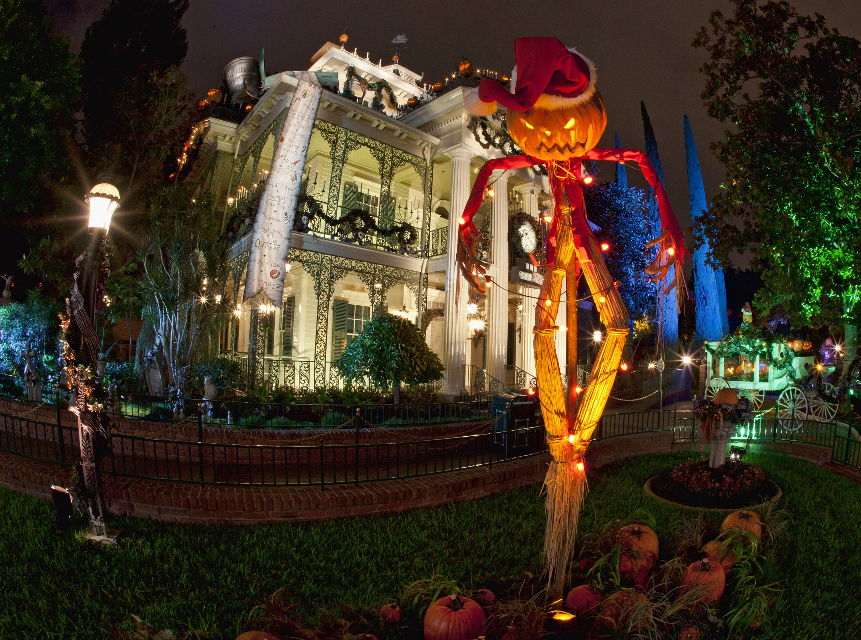 "HALLOWEEN TIME AT THE DISNEYLAND RESORT (ANAHEIM, Calif.) – Haunted Mansion Holiday brings the frightfully fun cheer of ""Tim Burton's Nightmare Before Christmas"" to the Disneyland Resort. Halloween Time at the Disneyland Resort returns from Sept. 7 through Oct. 31, 2018 with spooky seasonal décor, themed food and beverage offerings and attractions that get a seasonal overlay for Halloween (Paul Hiffmeyer/Disneyland)"