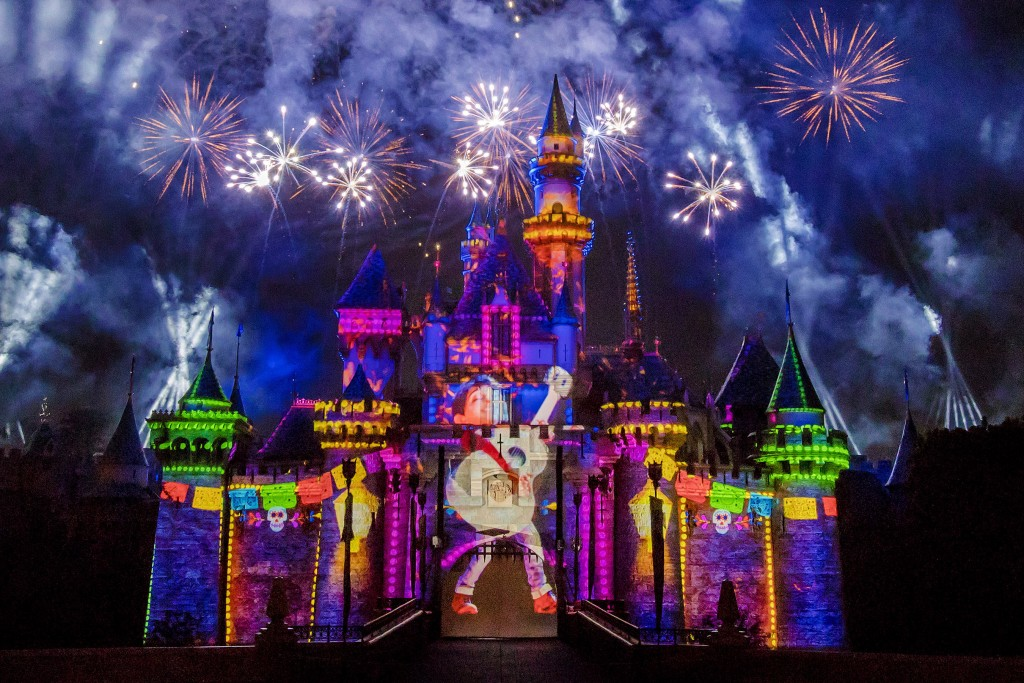 together-forever-a-pixar-nighttime-spectacular-3_2018_dl-0543-1024x683
