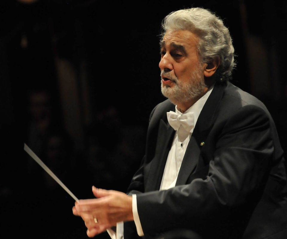 Plácido Domingo Conducts Music from Spain