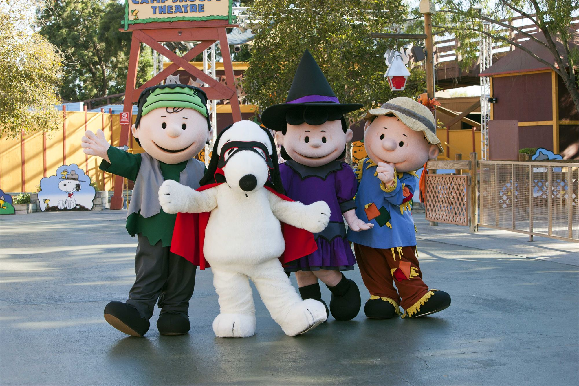peanuts_gang_halloween_cotumes_knotts_spooky_farm