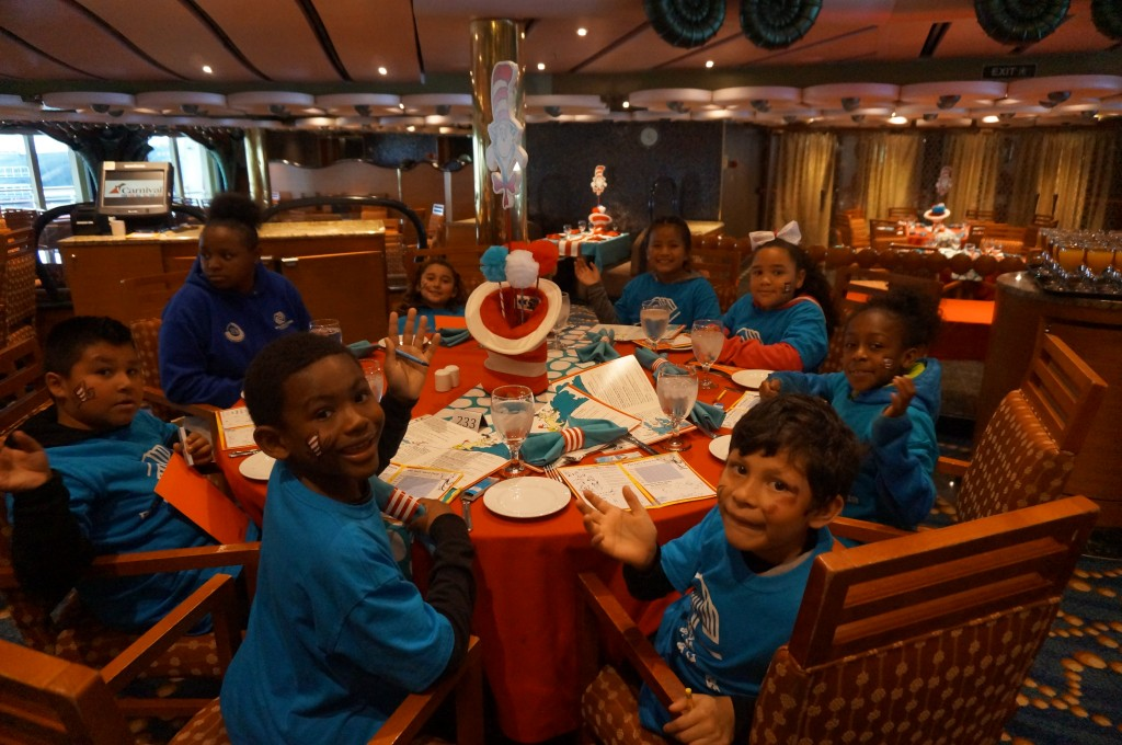 Boys and Girl Club de Long Beach, visitan el Crucero Carnival Splendor
