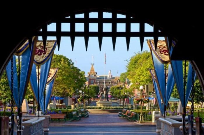 Disneyland 64 Aniversario