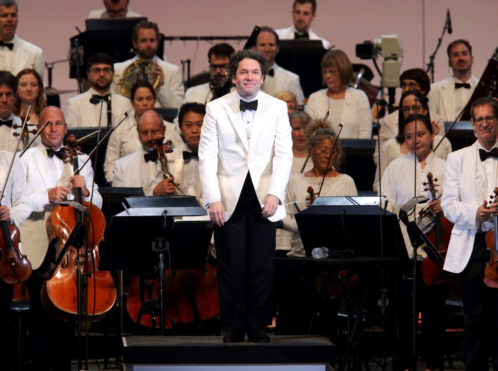 Hollywood Bowl Bravo Gustavo! 10 Years with the Los Angeles Philharmonic Photos by Craig T. Mathew and Greg Grudt/Mathew Imaging If these photos will be used on Social Media, please be sure to tag the following: @mathewimaging