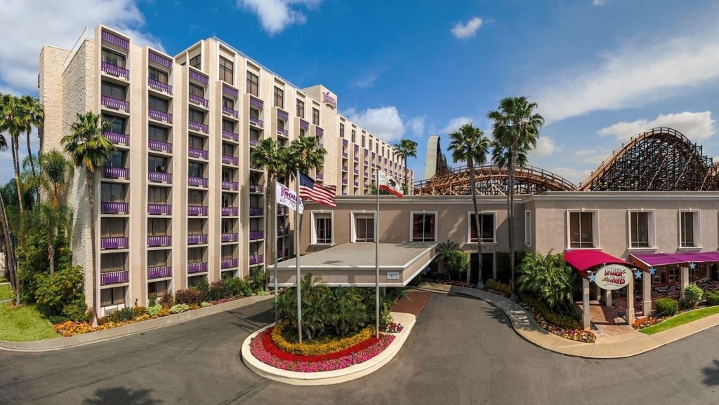 knotts_berry_farm_hotel_with_coasters_and_no_characters24