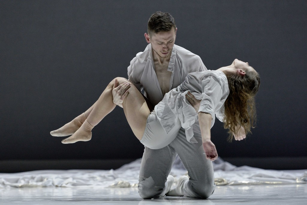 ballet-bc-dancers-brandon-alley-and-emily-chessa-in-romeojuliet-photo-by-michael-slobodian